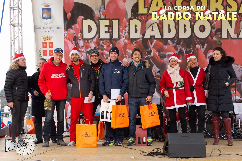Il podio della Corsa dei babbi Natale di Noale, con il nostro Massimiliano Gostoli