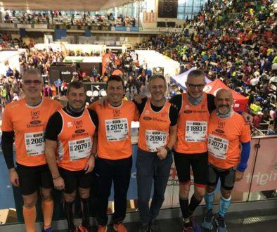 Sei aranciovestiti partecipanti alla Maratona di Reggio Emilia