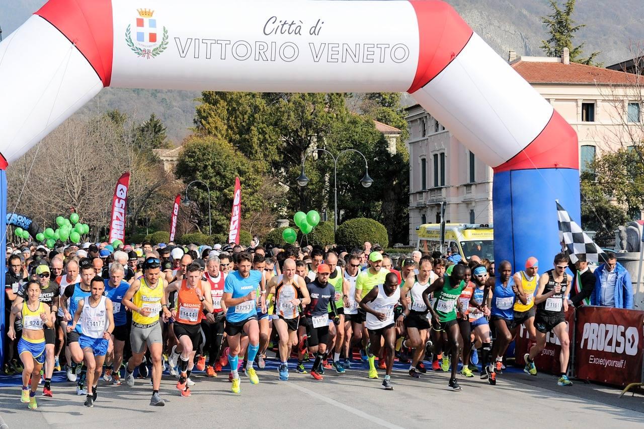 La partenza della Maratonina della Vittoria (foto dalla pagina Facebook della Fidal Veneto)
