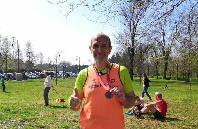 Nella foto tratta dal suo profilo Facebook, Giorgio con la sua ennesima medaglia al collo, dopo la Mezza di Torino)