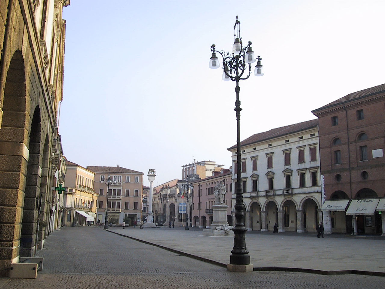 1280px-Piazza_vittorio_emanuele_rovigo