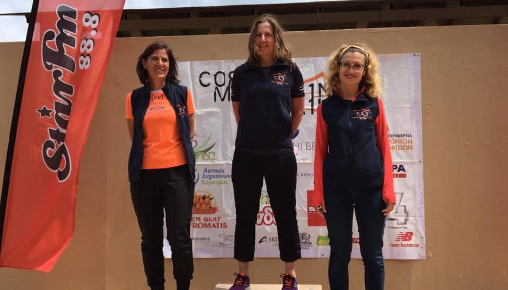 Lorena (la prima a sinistra) sul podio del Corfù Mountain Trail